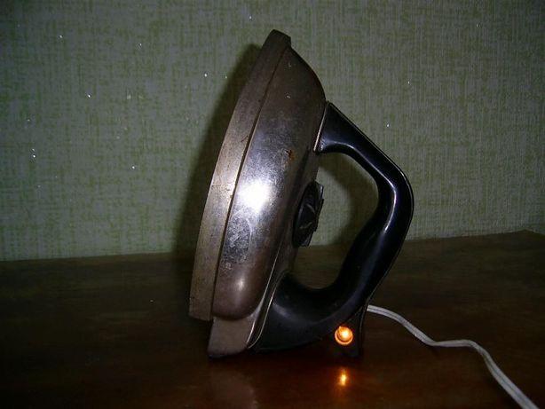 Утюг ТИП УЭ-8 1969 год. СССР.