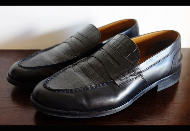 Loafers pele efeito croc Pull and Bear
