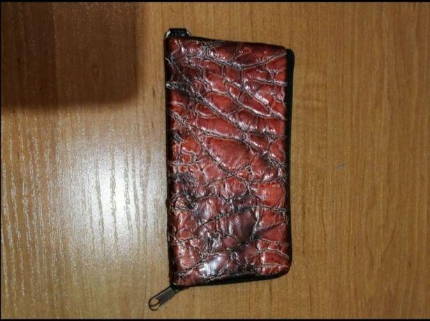 Чехол для мобильного телефона бордовый