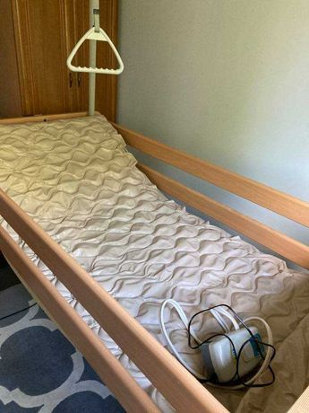 Łóżko rehabilitacyjne + materac przeciwodleżynowy gratis