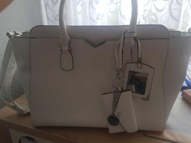 Duża pakowana biała torebka