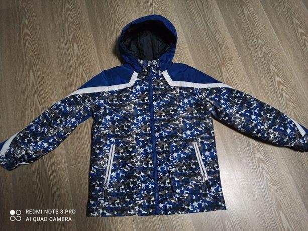 Продам демесезонную куртку,рост 146-152