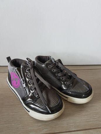Sprzedam buty w rozmiarze 26