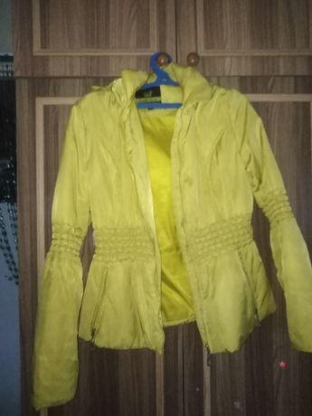 Продам желтую куртку