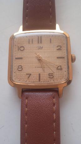 Продам часы Заря позолоченые женские AU10