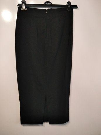 Czarna ołówkowa spódnica midi