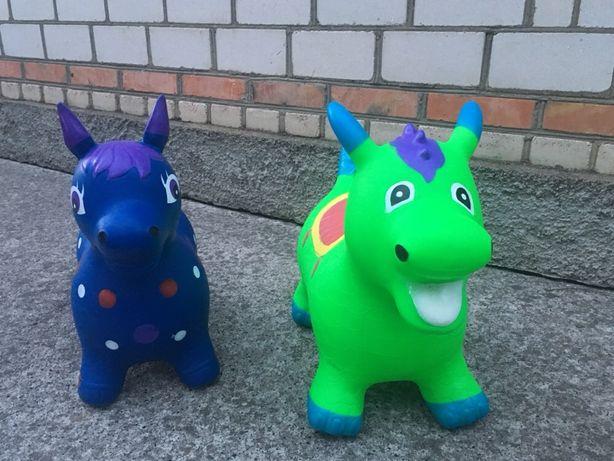 Прыгуны лошадка, динозавр