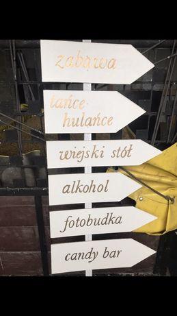 Drogowskaz , kierunkowskaz na sale weselną