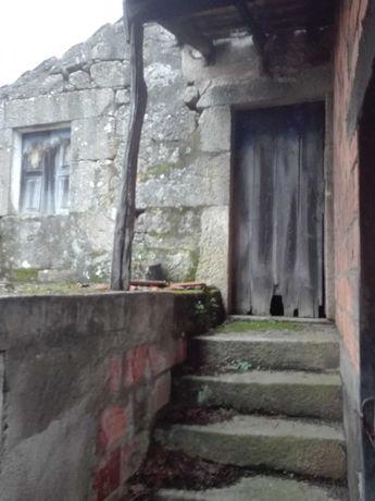 Casa antiga em ruinas a 10 Km da cidade