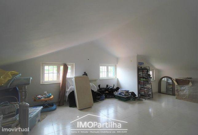 Moradia V6 Albarraque (Rio-de-Mouro) - Garagem 140 m2 - Terreno 500 m2