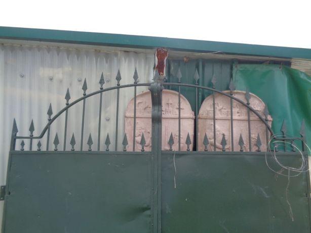 Portão antigo em ferro