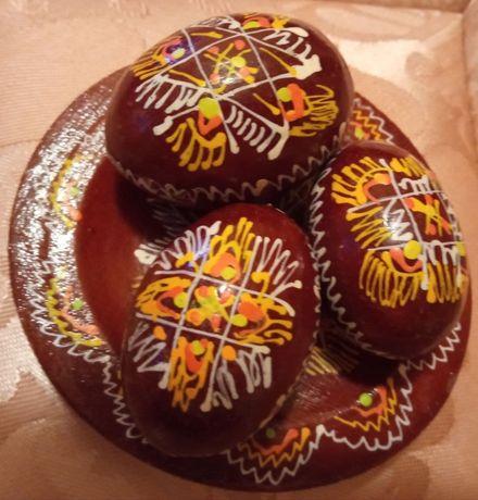 Пасхальный подарочек - тарелочка деревянная с яйцами. Д = 9 см.