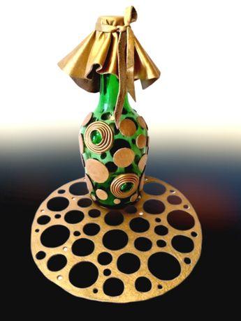 Бутылка для коньяка и салфетка, или ваза для цветов, декор кожей