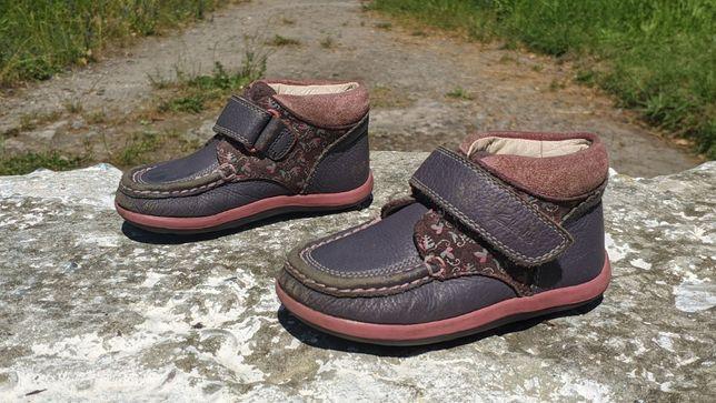 Гарненькі дитячі ботіки, черевички Clarks