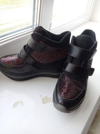 Сникерсы, ботинки на танкетке, 39 размер