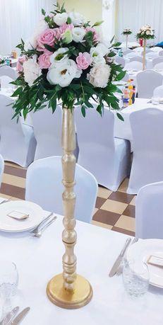 Złote stojaki na kwiaty ślub
