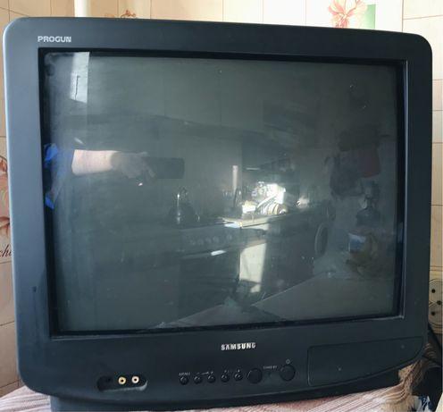 Продам телевизор Самсунг Samsung на запчасти включается под ремонт