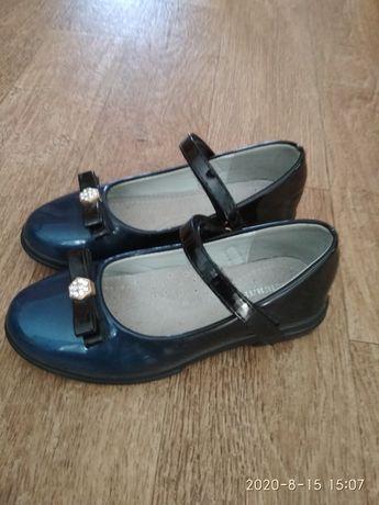 Лакіровані туфлі