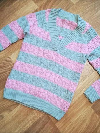 Женский свитер ручной работы
