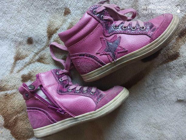 Тапочки,шлепки,ботинки,сапожки, мокасины девочке от 22 по 29 размер.