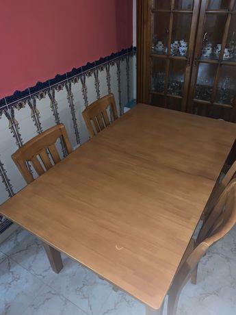 Mesa e cadeiras de madeira JOM