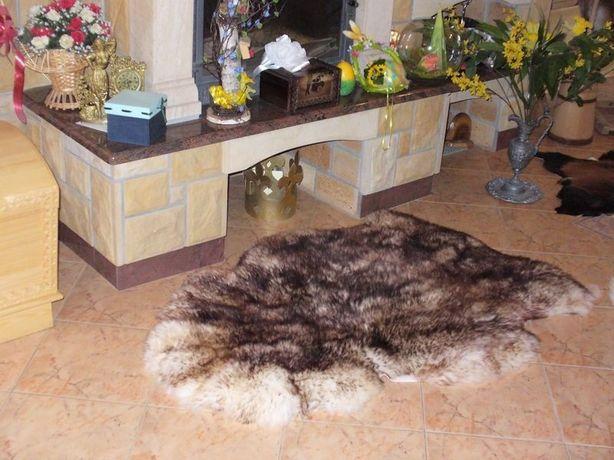 Крашена шкура, килим з шкур, шкіра овеча, коричнева шкіра, натуральні