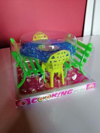 Stolik z krzesłami ławkami dla lalek