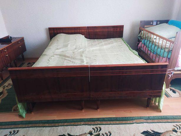 Терміново дерев'яне ліжков хорошому стані