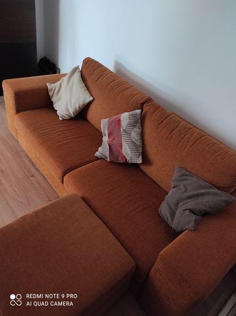 Sofá de e sala com puf