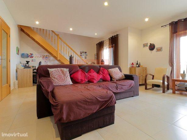 Apartamento Duplex T3 com garagem box para 2 viaturas sit...
