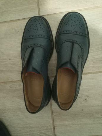 Продам фирменные туфли Bally
