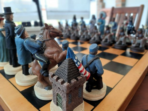 Tabuleiro de Xadrez com peças personalizadas