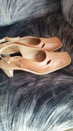 Sprzedam buty damskie skórzane czółenka, rozmiar 39 !!!