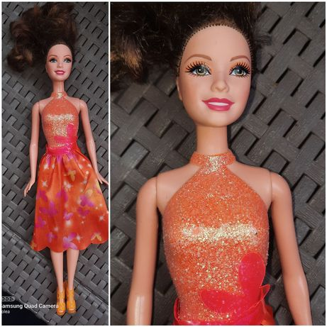 Lalka Barbie w sukience