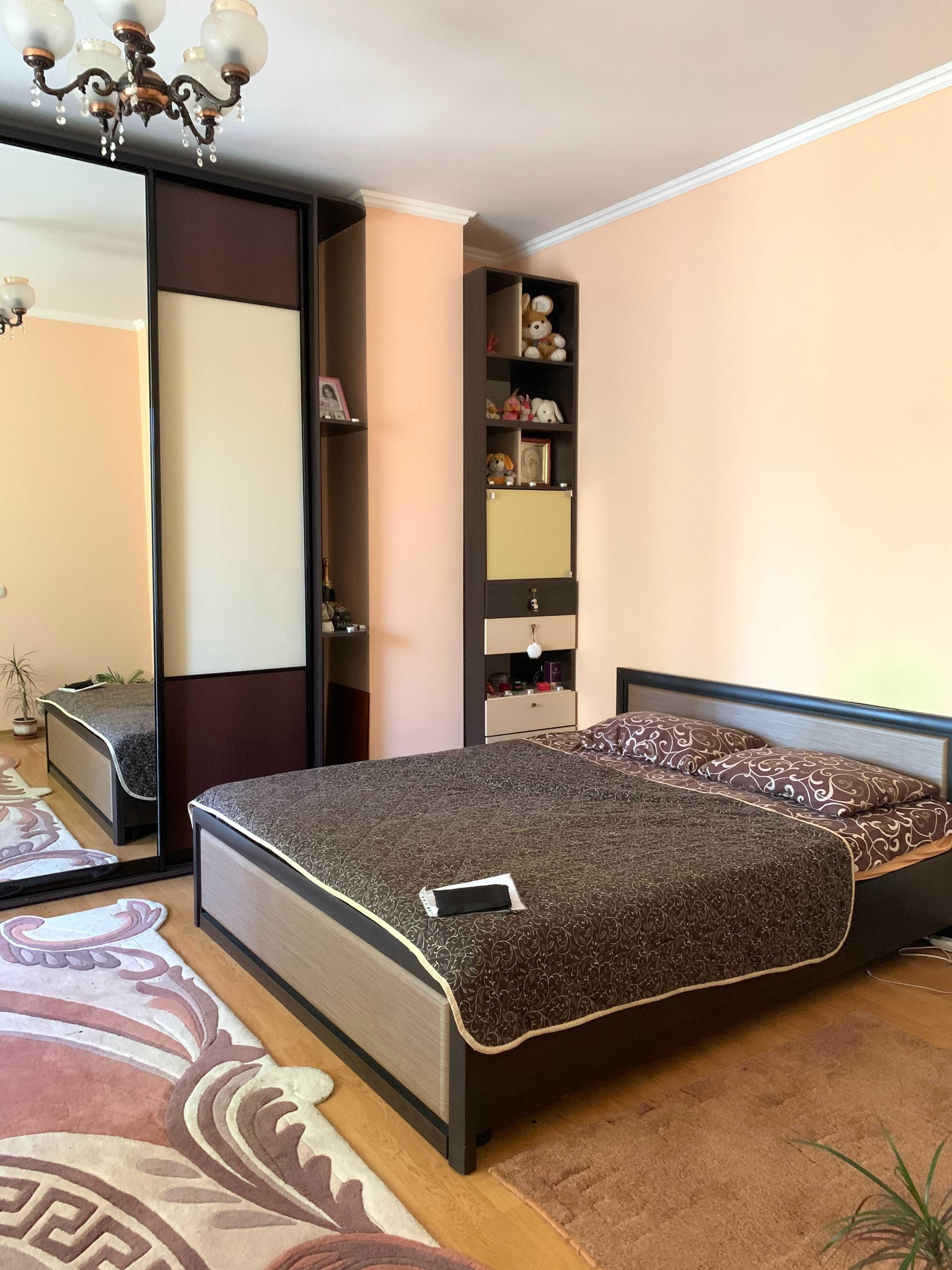 2-кімн. квартира з гаражем по вул.  Машинобудівників