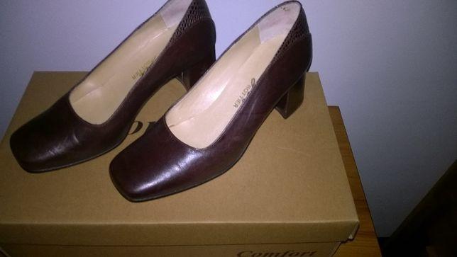 Sapatos de Senhora em pele com salto nº 35