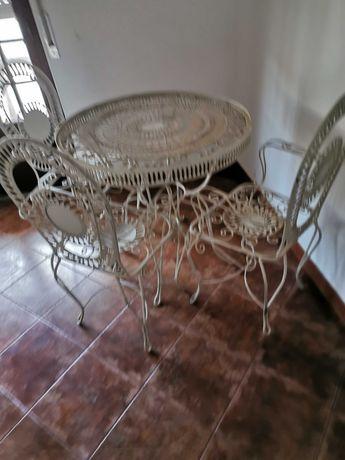 Conjunto mesa e cadeiras jardim