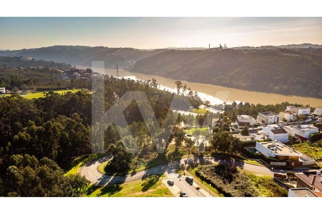 Terreno 1439m2 c/ vistas Rio Douro |Área implantação 900m2 |Urbanizaçã