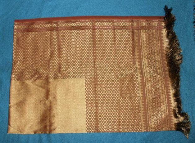 Скатерть двусторонняя в восточном стиле под вышивку золотом 152 х 205