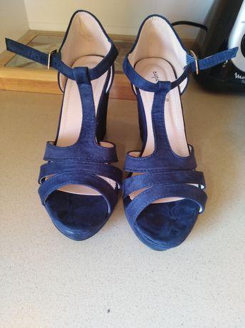 Sandálias novas azuis 39