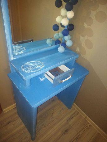 Toaletka w kolorze niebieskim