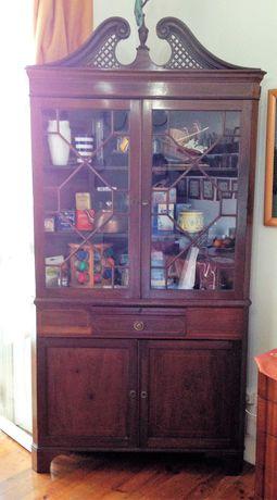 Cantoneira-vitrine estilo Inglês antiga