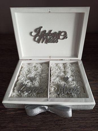 Białe pudełko na obrączki
