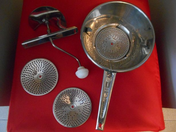 Utensílios de cozinha NOVOS (Passe-vite, espremedor e saleiro)