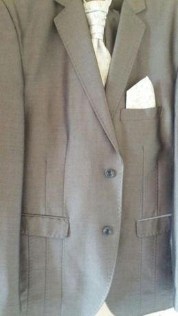 Garnitur + Gratis krawat i butonierka