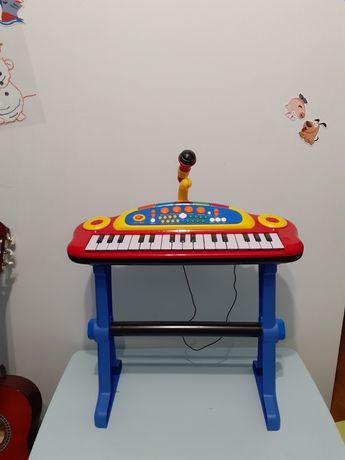 Pianino z mikrofonem zabawka