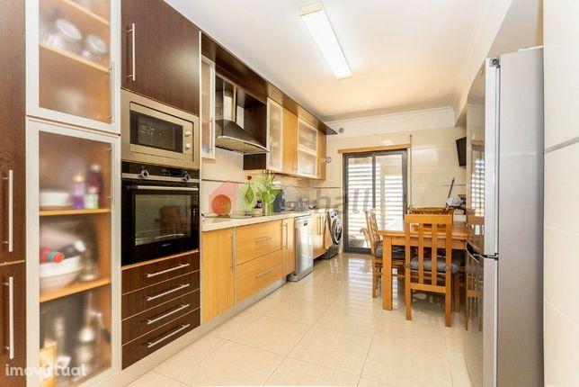 Apartamento T3 c/arrecadação e Box em Fernão Ferro
