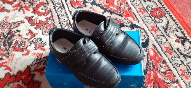 Продам класичні туфлі на хлопчика