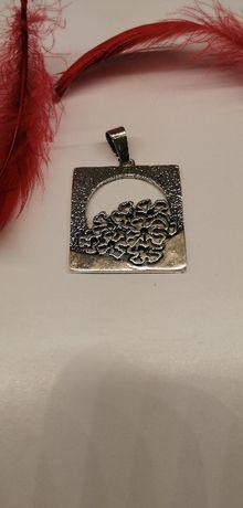 srebrny wisior z kwiatkami próba 925