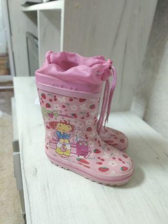 Продам резиновые сапожки для девочки